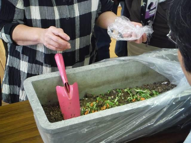 野菜くず堆肥化のコツを力石さんから伝授